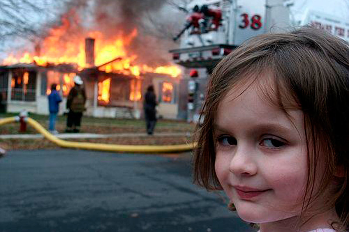 Zoe, la protagonista del meme Disaster Girl, ha ganado 500.000 dolares con la venta.