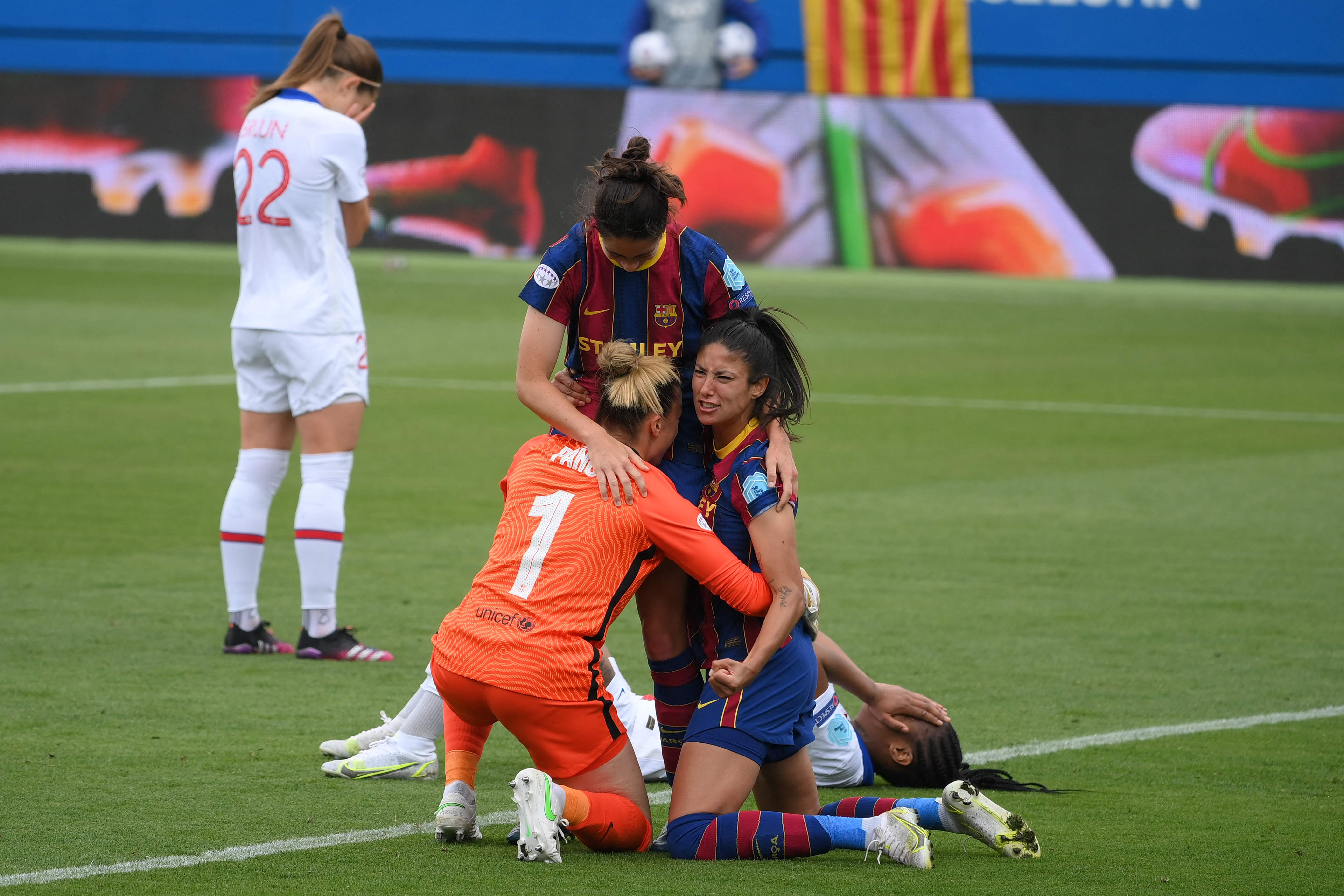 Las jugadores del Barcelona celebran su pase a la final.