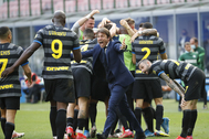 Conte celebrando el gol de Darmian ante el Verona
