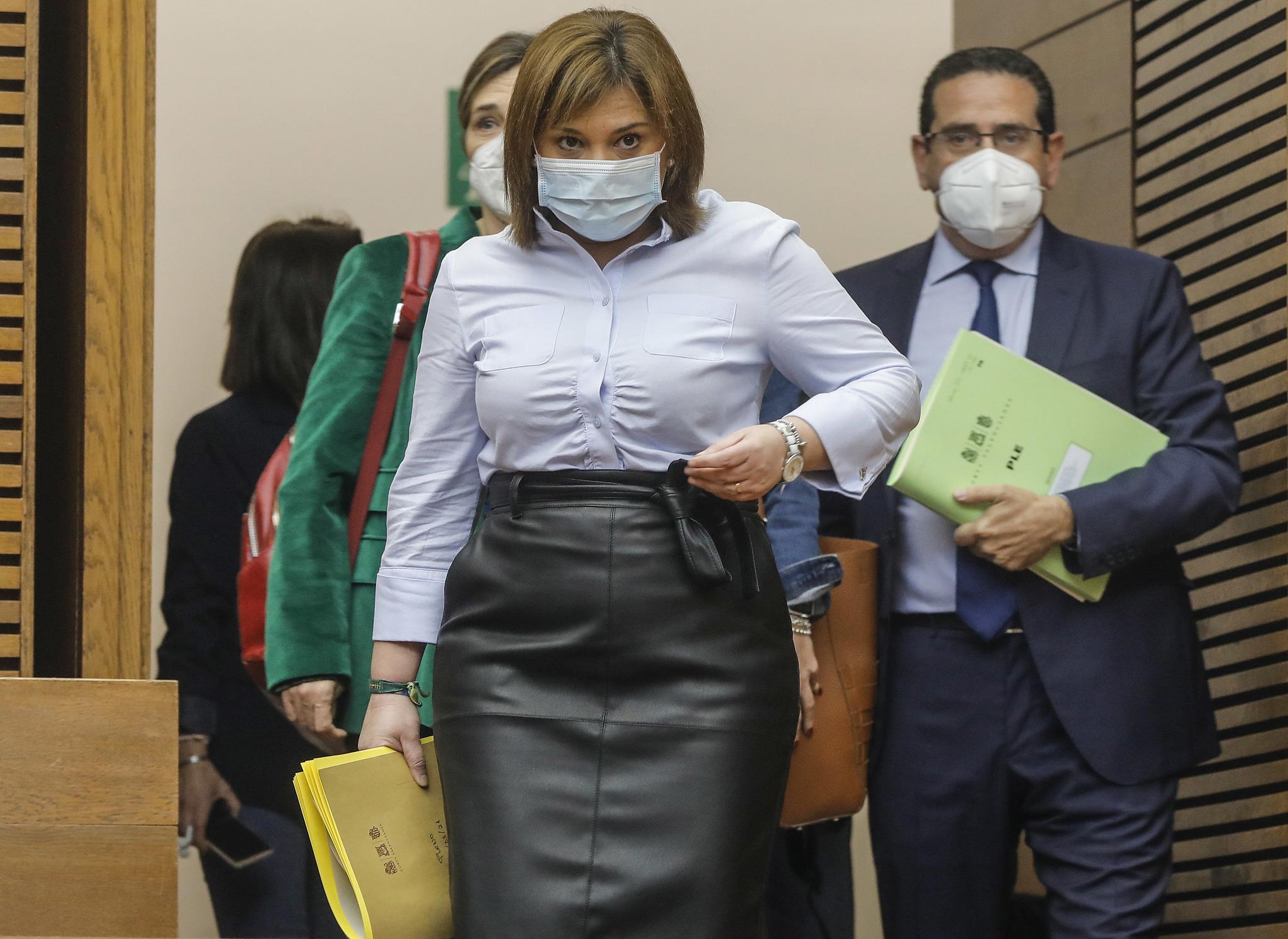 La presidenta del PPCV, Isabel Bonig, en el hemiciclo de las Cortes Valencianas.