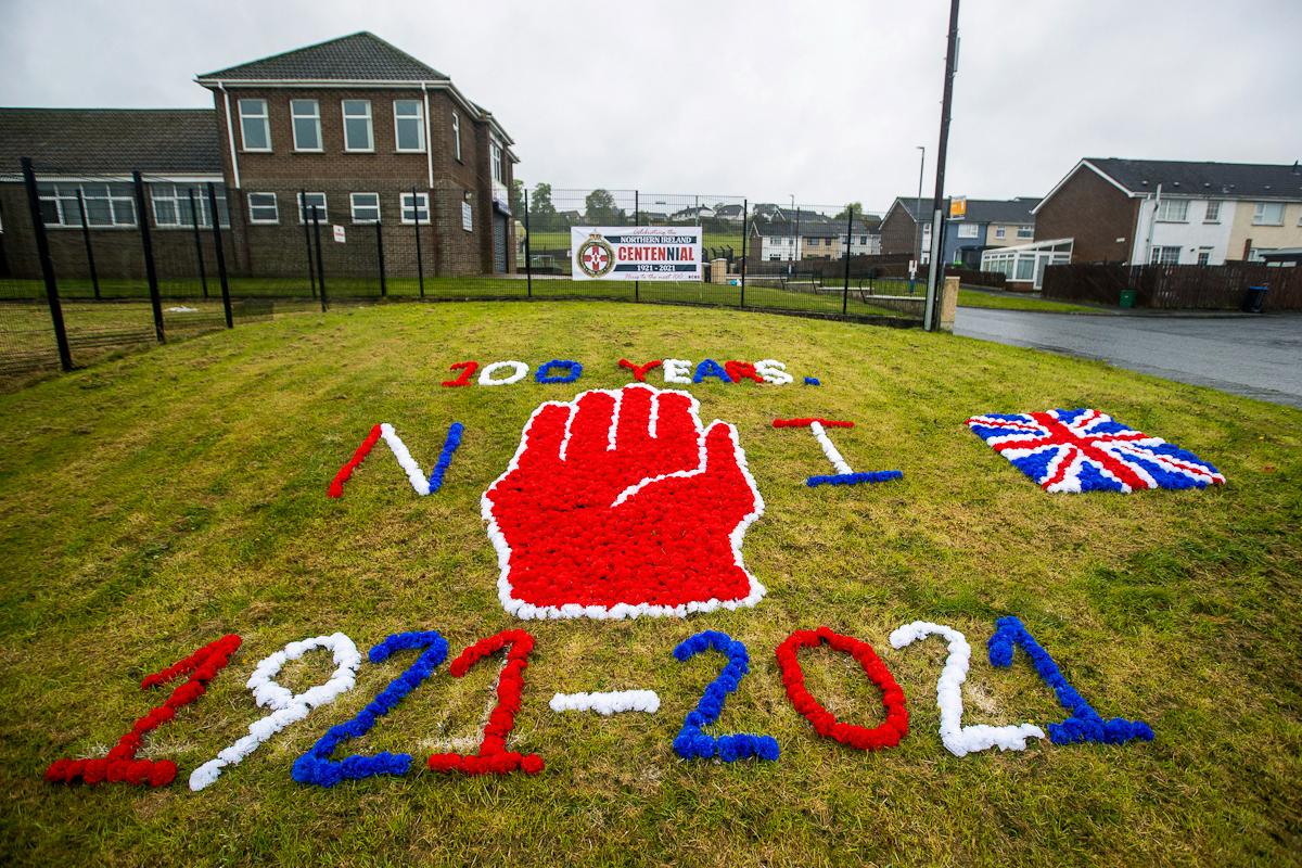 Decoración conmemorativa del centenario, en Ballyduff.