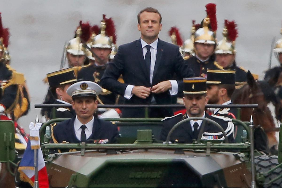 Emmanuel Macron, durante un desfile militar en París en 2017.