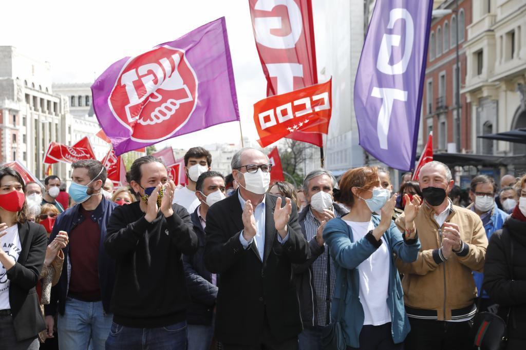 Pablo Iglesias, Ángel Gabilondo y Mónica García, juntos en la manifestación del 1 de mayo.