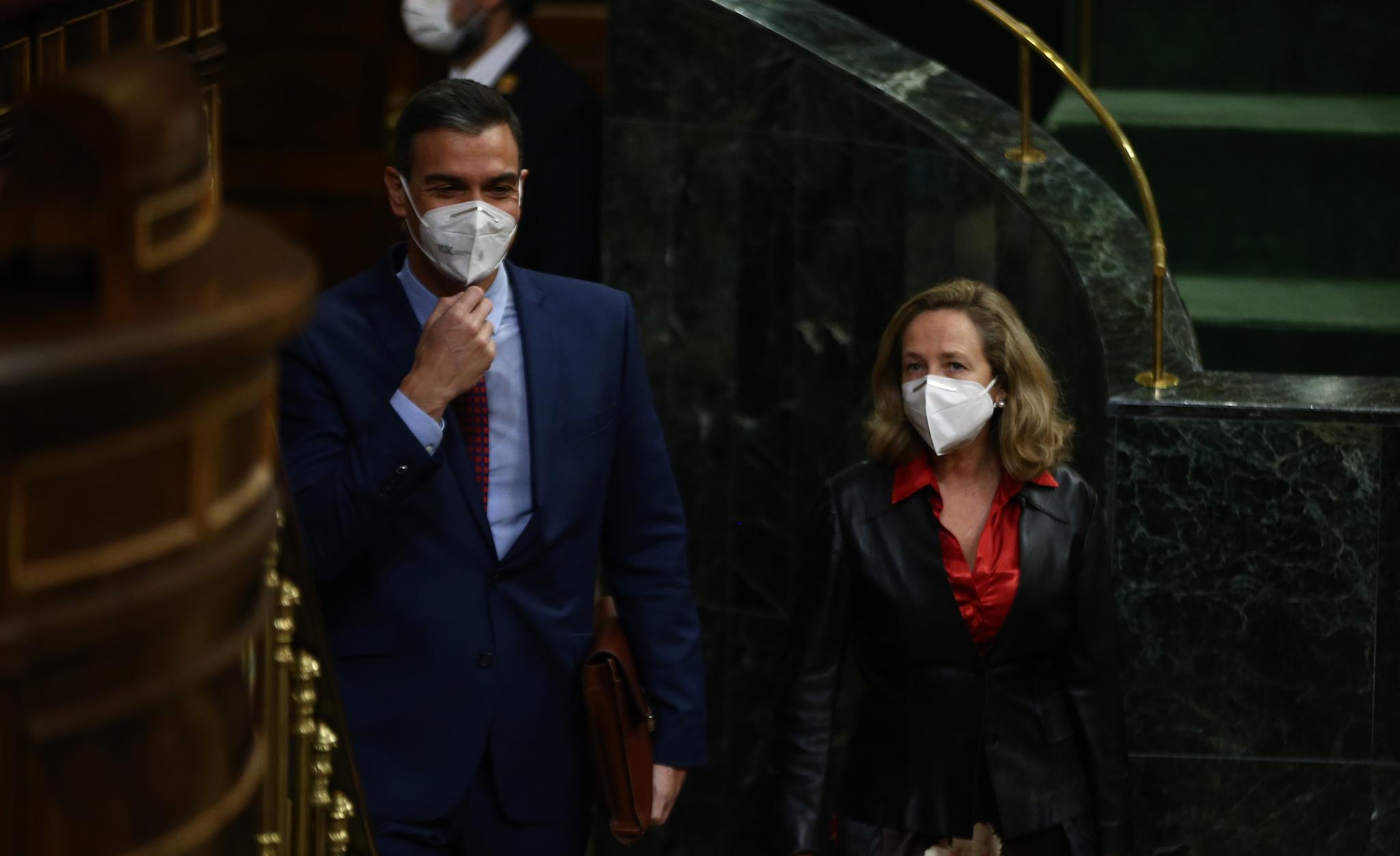 Pedro Sánchez y Nadia Calviño en el Congreso de los Diputados durante una sesión de control al Gobierno.