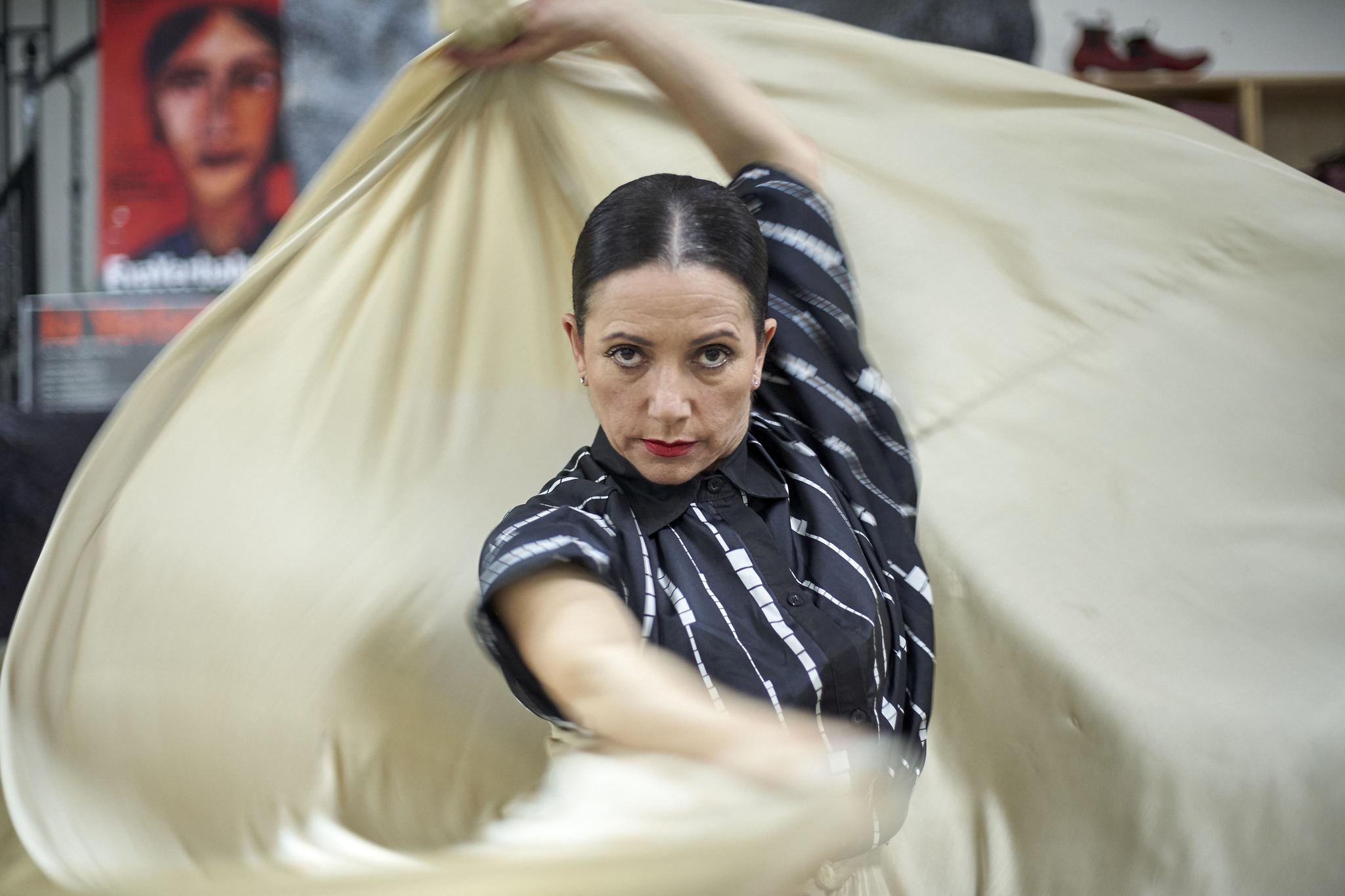 Eva Yerbabuena, en el estudio donde ensaya en Dos Hermanas.