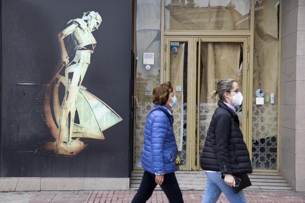 Bar cerrado en Madrid.