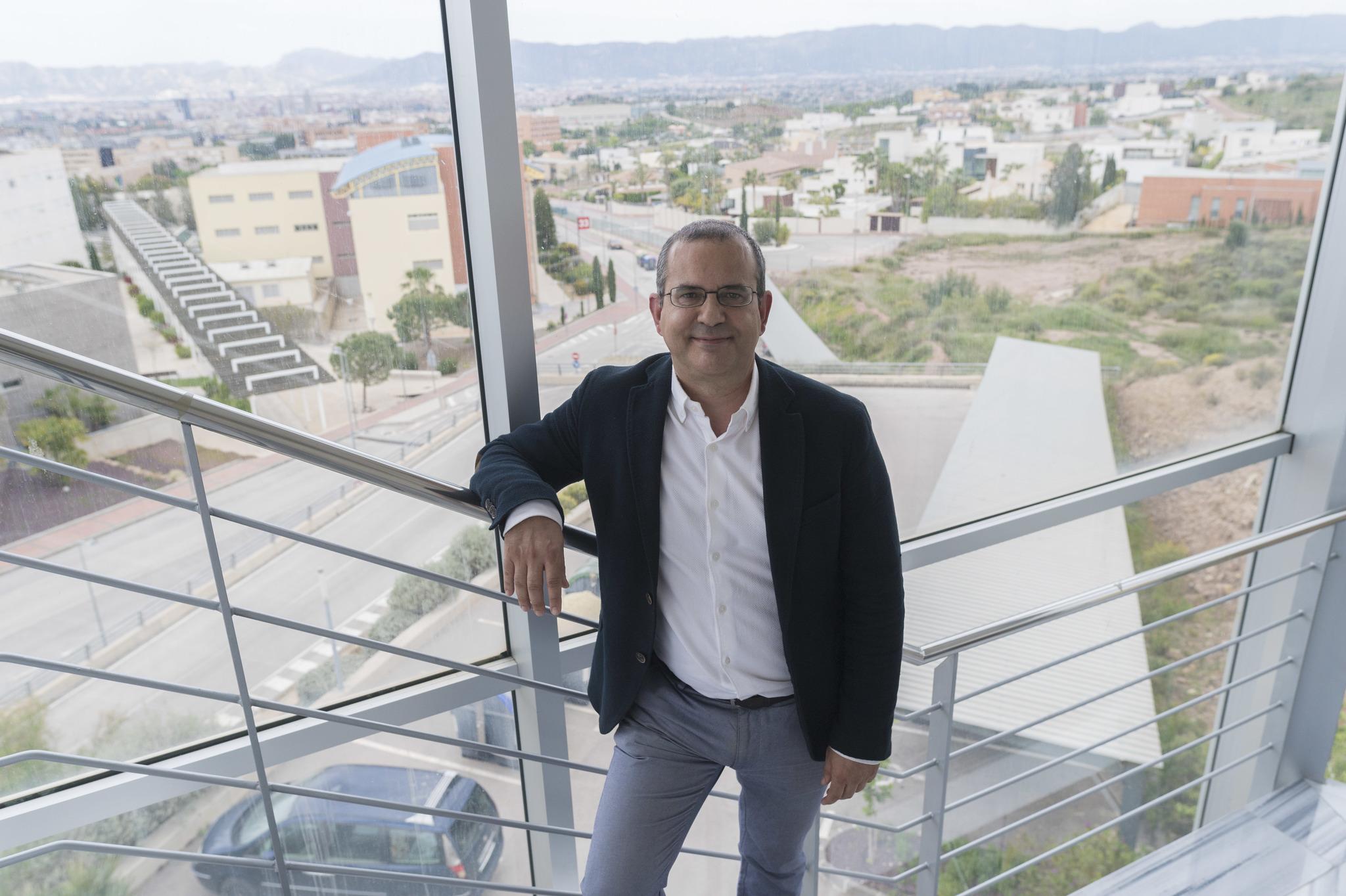 Antonio Guirao, en el campus de Espinardo.