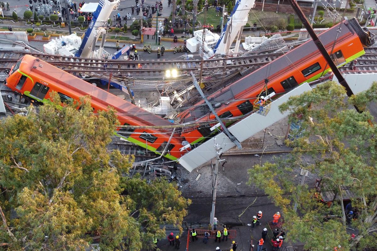 El colapso de los vagones del metro en Ciudad de México, a vista de dron.