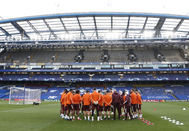 La plantilla del Madrid, en Stamford Bridge. REALMADRID.COM