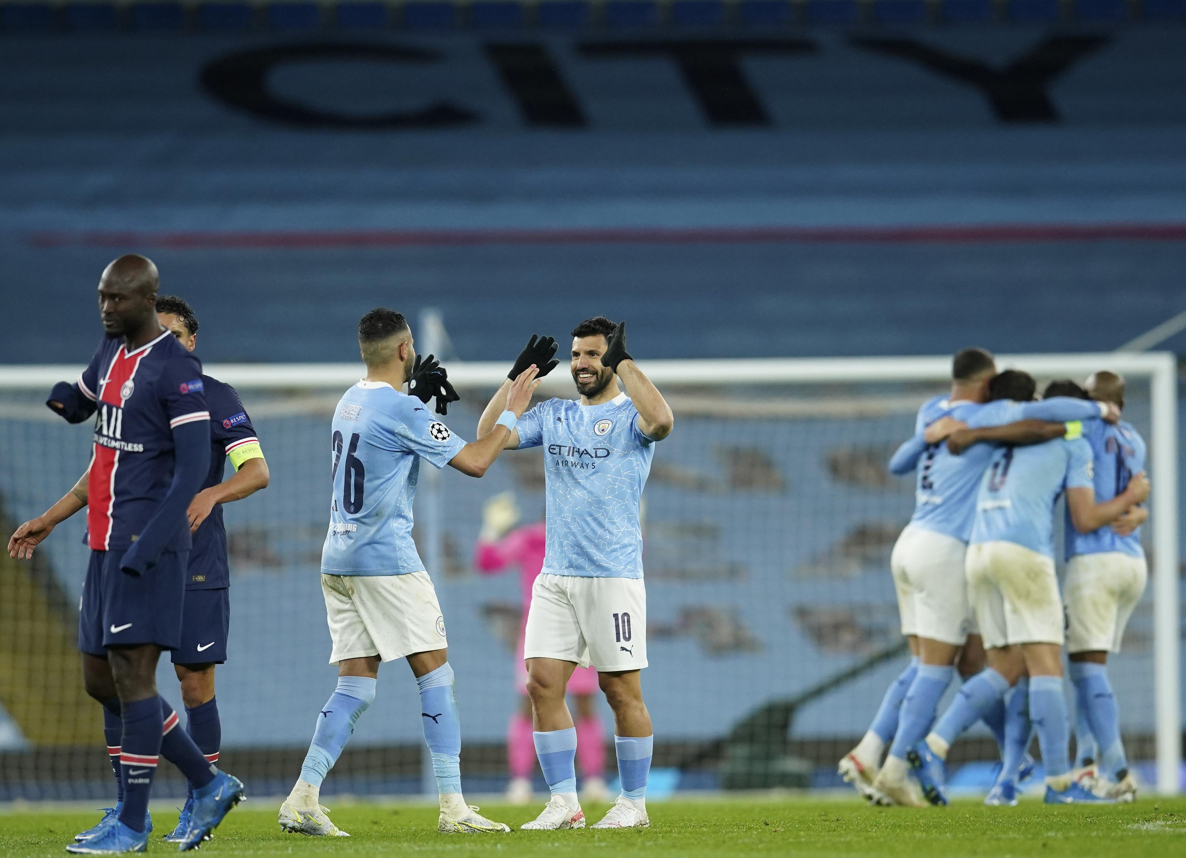 Los jugadores del City celebran la victoria.