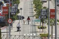 Una de la avenidas de Rivas con carteles electorales de Gabilondo.