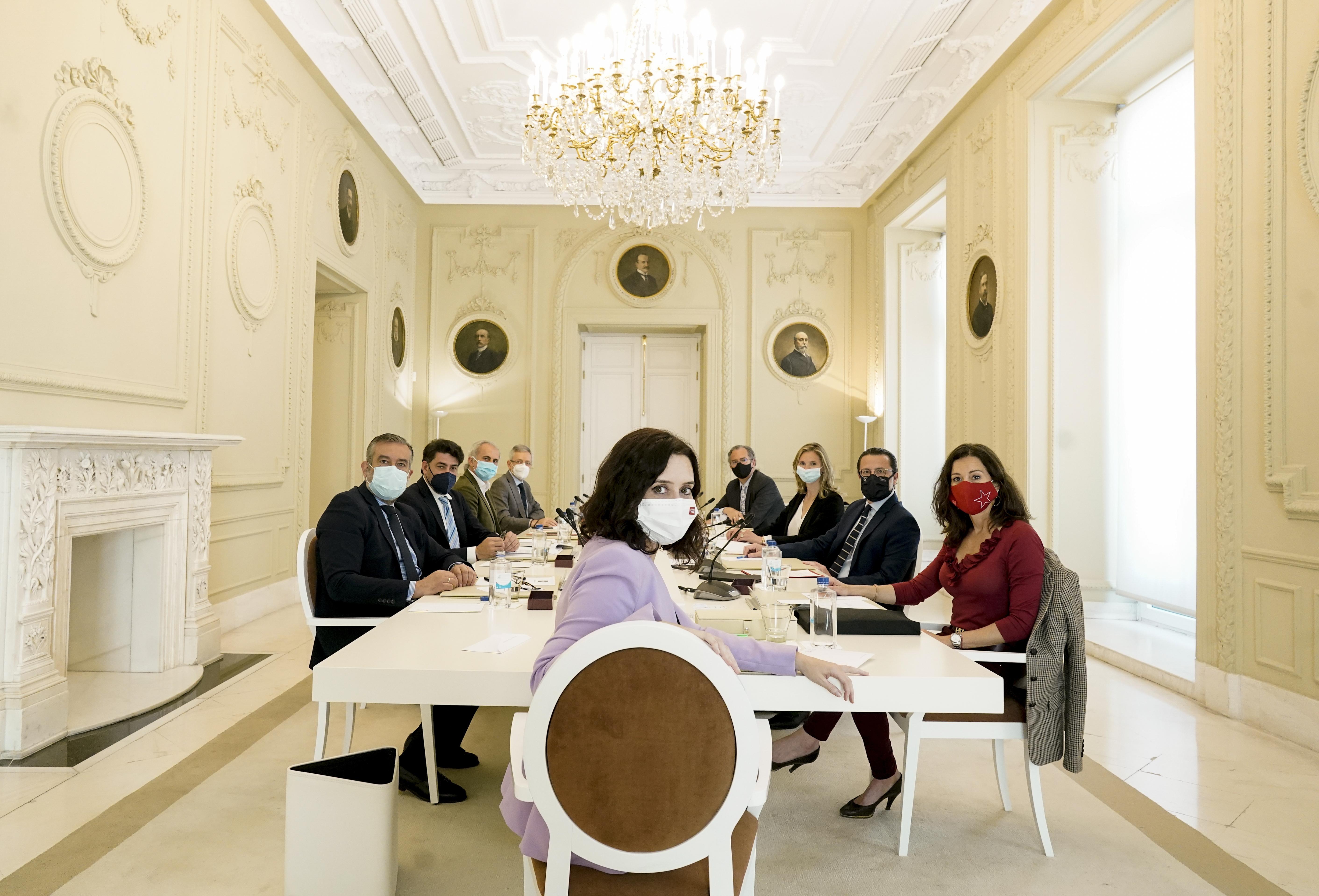 Isabel Díaz Ayuso con su consejo de Gobierno en funciones en la reunión de esta semana