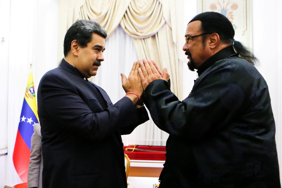 Nicolás Maduro y Steven Seagal, en Caracas.