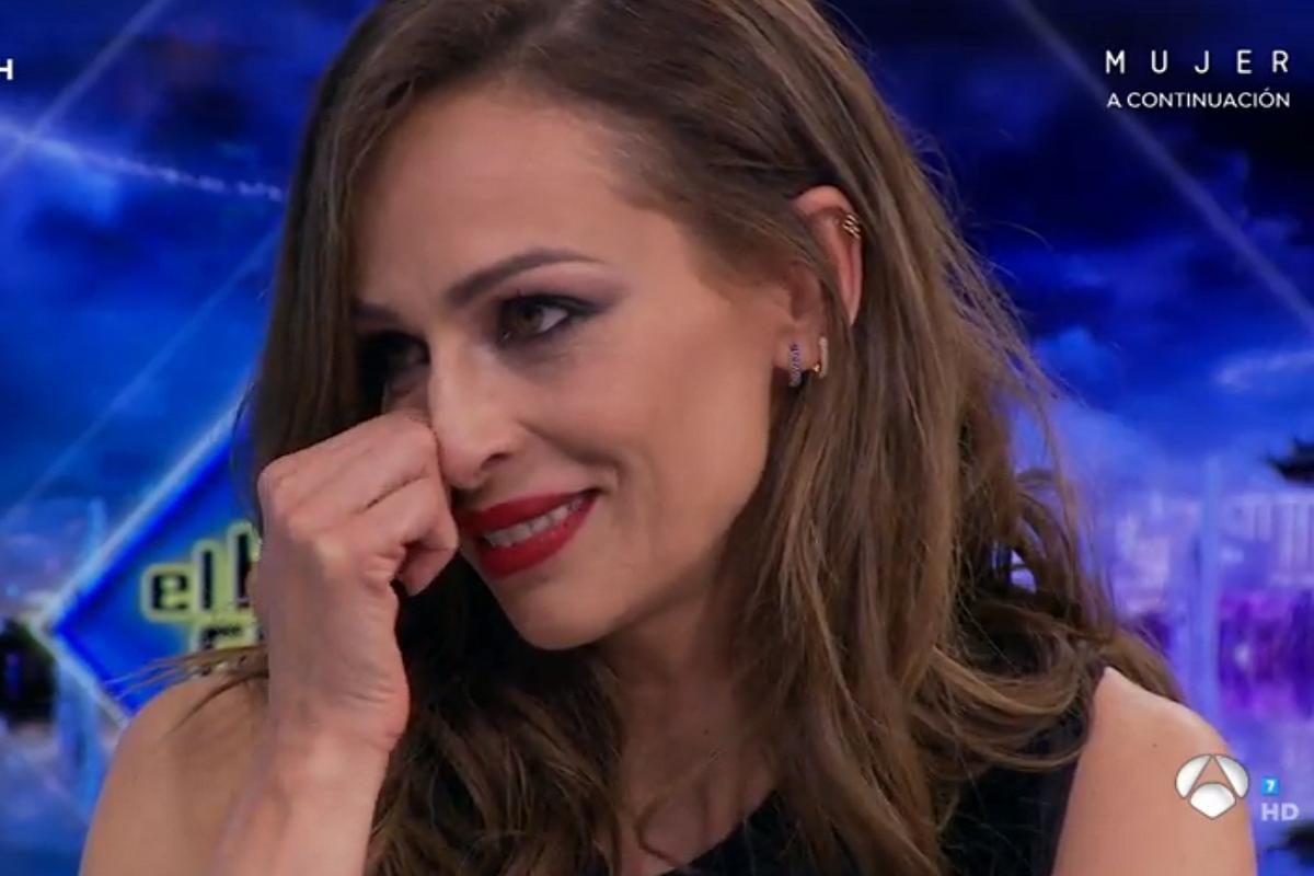 Eva González rompe a llorar en El Hormiguero tras conocer la historia de dos ancianos.
