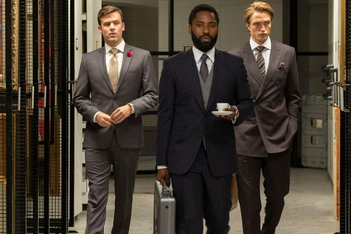 De izda. a dcha., Jack Cutmore-Scott, John David Washington y Robert Pattinson.