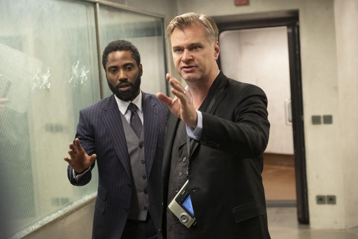 Christopher Nolan da instrucciones a John David Washington.