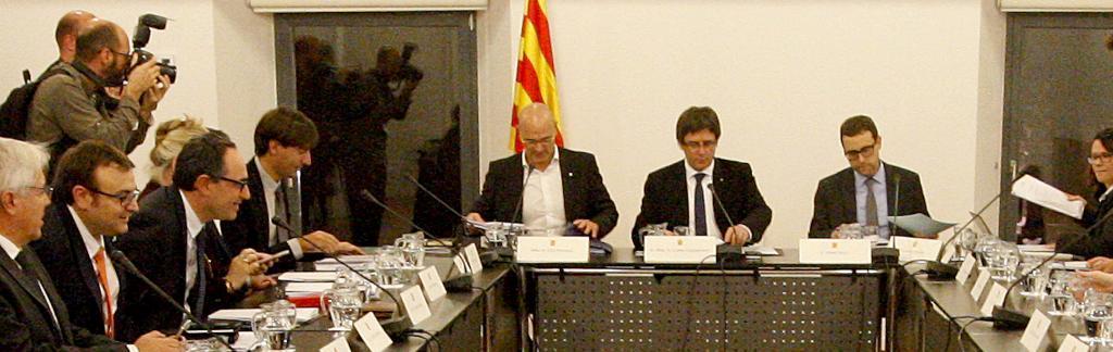 Carles Puigdemont, Raül Romeva y Albert Royo en una reunión del Diplocat
