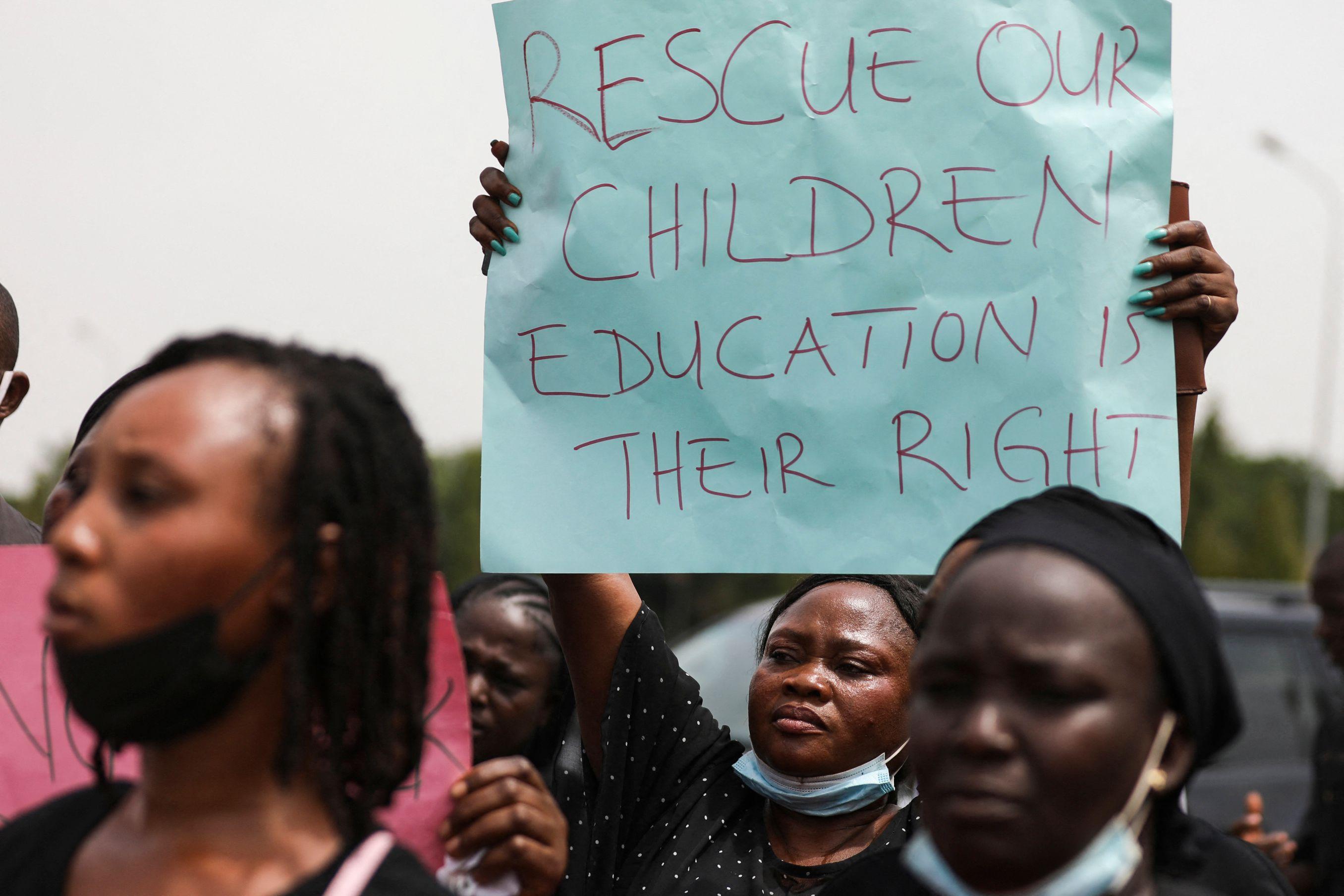 Padres de los secuestrados en Kaduna (Nigeria), piden su liberación.
