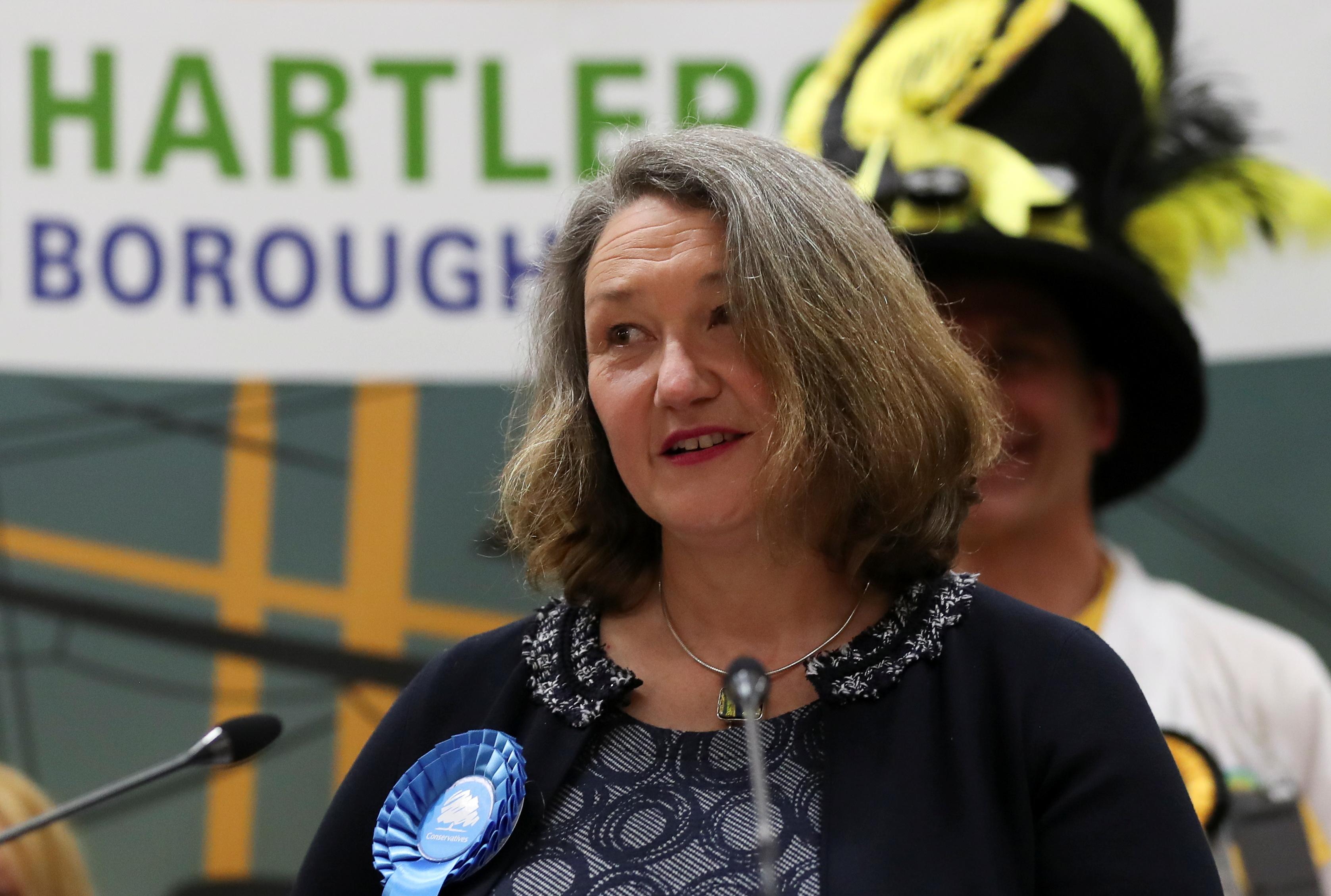 Jill Mortimer aventajó en 23 puntos al candidato laborista.