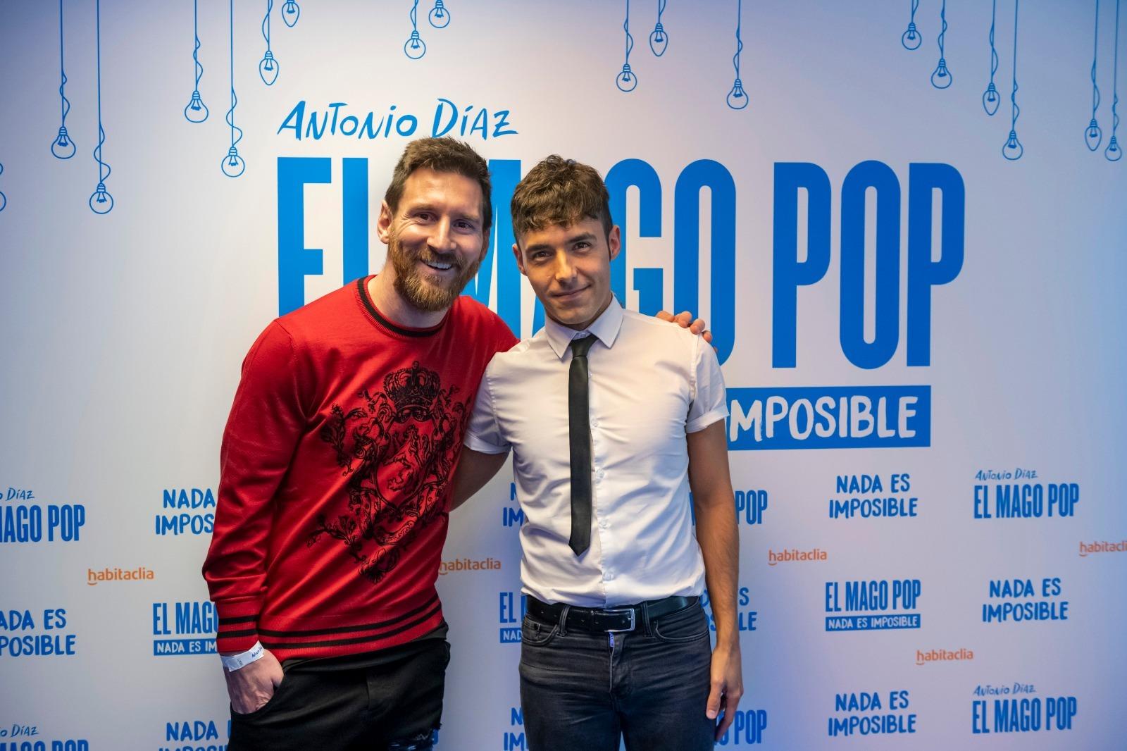 Antonio Díaz, el Mago Pop, con Messi.