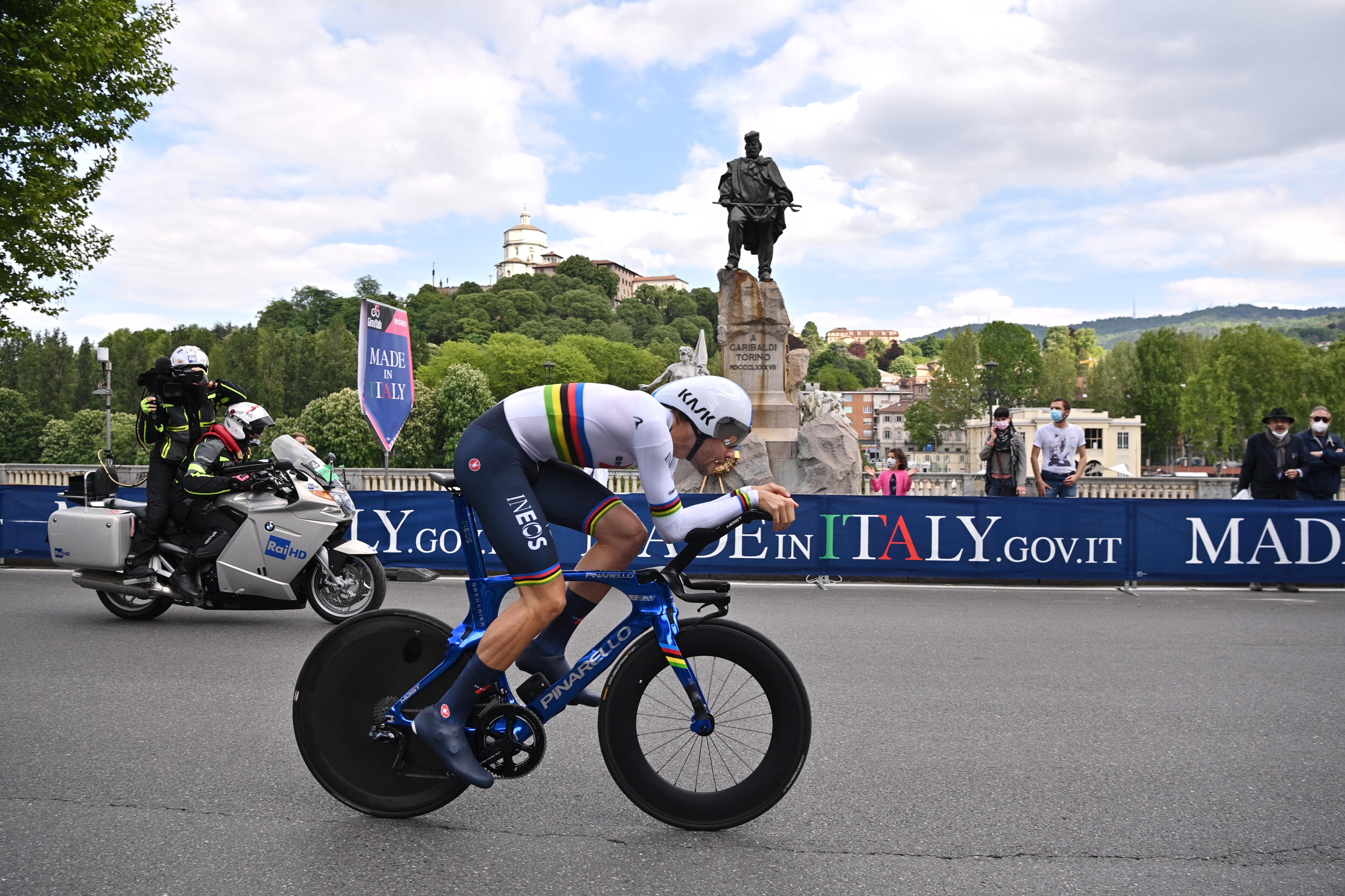 Filippo Ganna, durante la primera etapa del Giro.