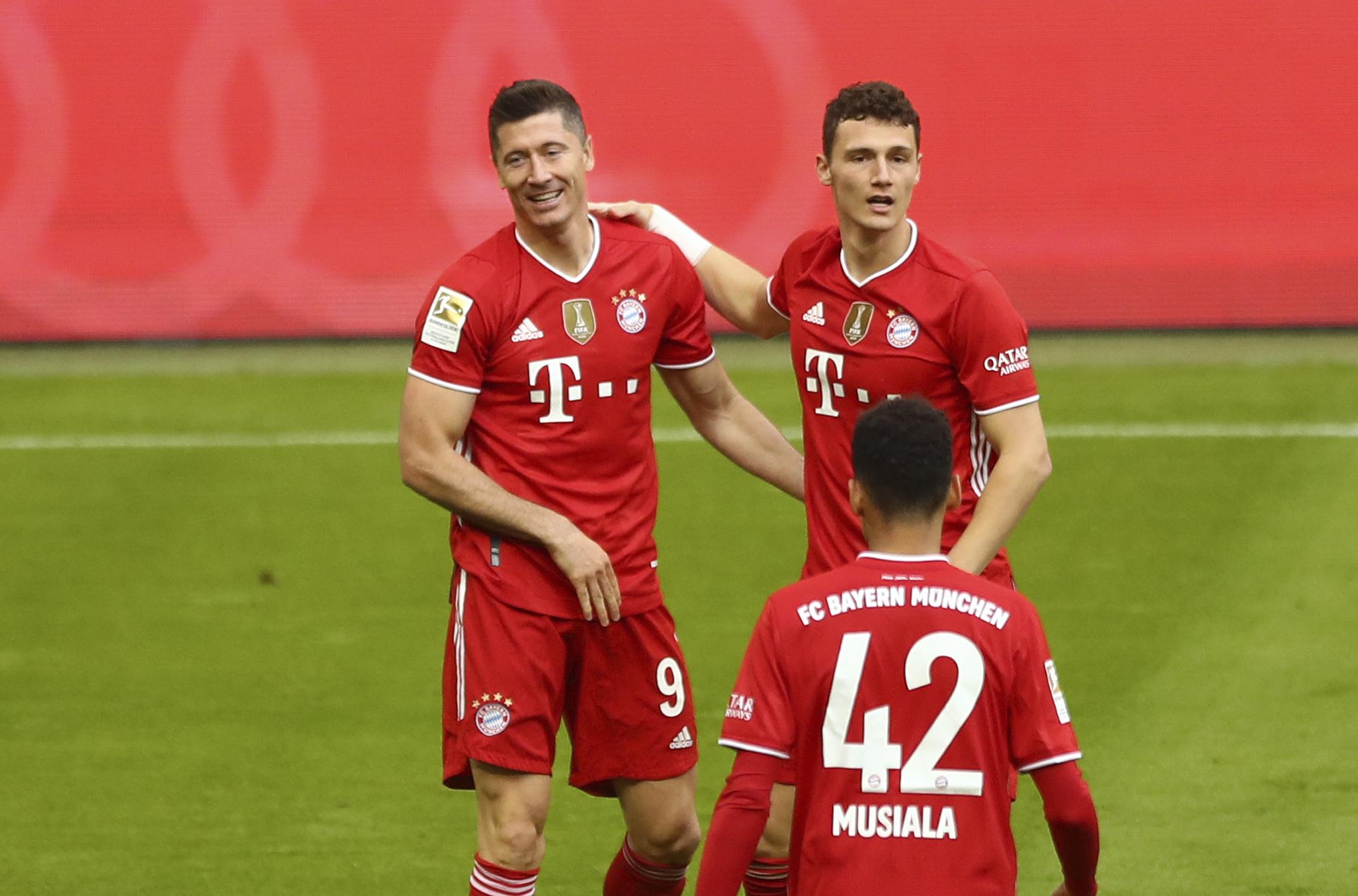 Lewandowski celebra un gol ante el Moenchengladbach.