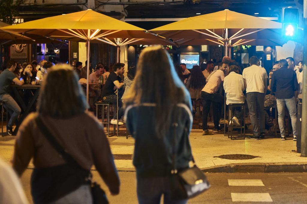 Terrazas llenas anoche en Sevilla.