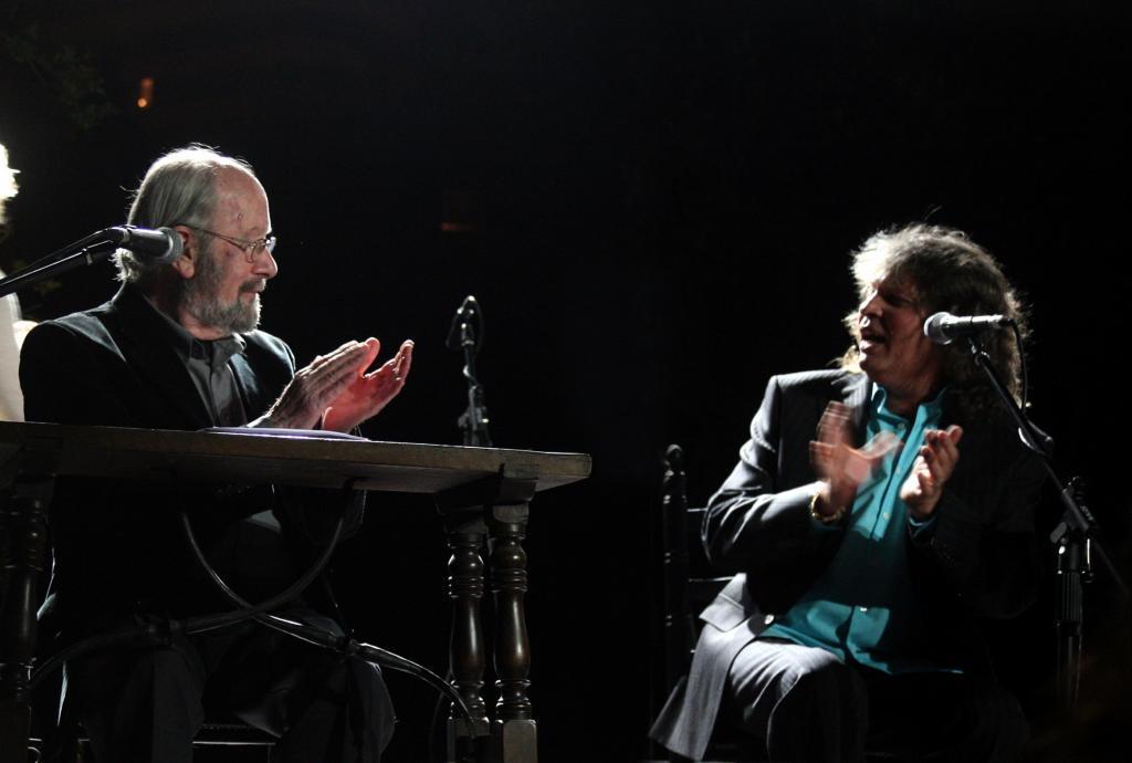 Caballero Bonald y José Mercé en pleno concierto flamenco.