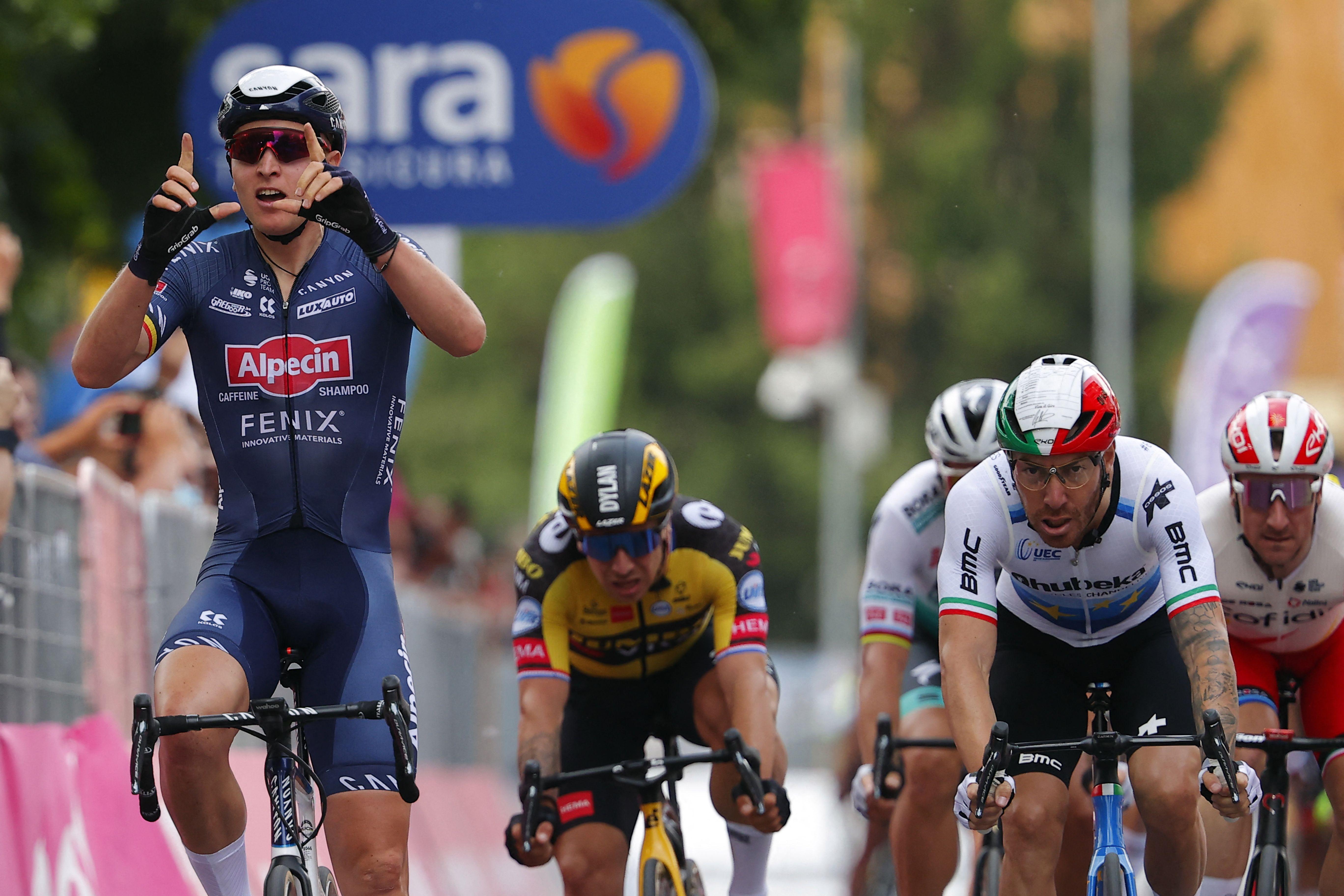 Merlier celebra su triunfo tras cruzar la meta