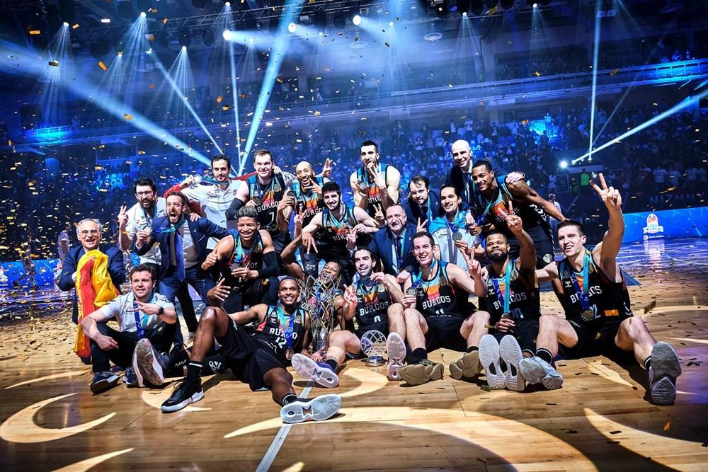 Los jugadores del Burgos celebran el título, en Nizhny Novgorod.