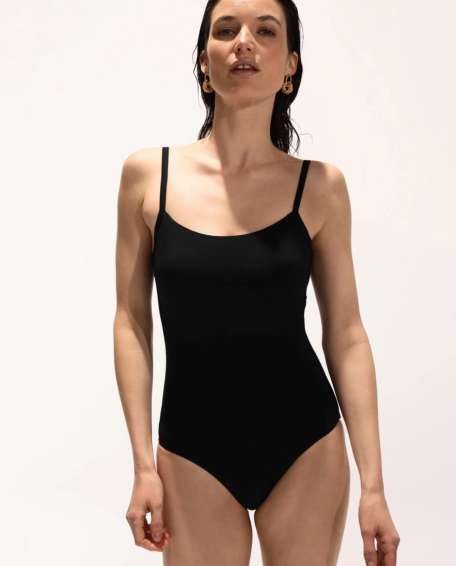 Tipo camiseta - El bañador negro, un básico muy en tendencia