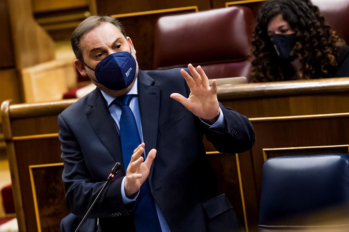 El ministro de transporte, José Luis Ábalos, habla durante el pleno en el Congreso de los diputados