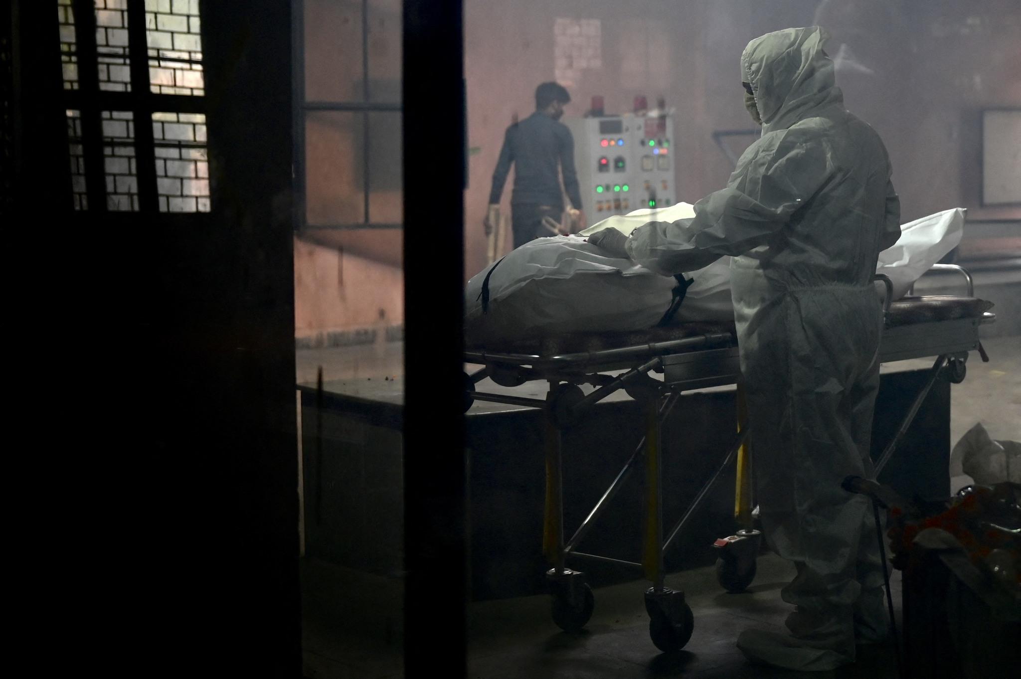 Una persona fallecida por el coronavirus en NUeva Delhi, India.