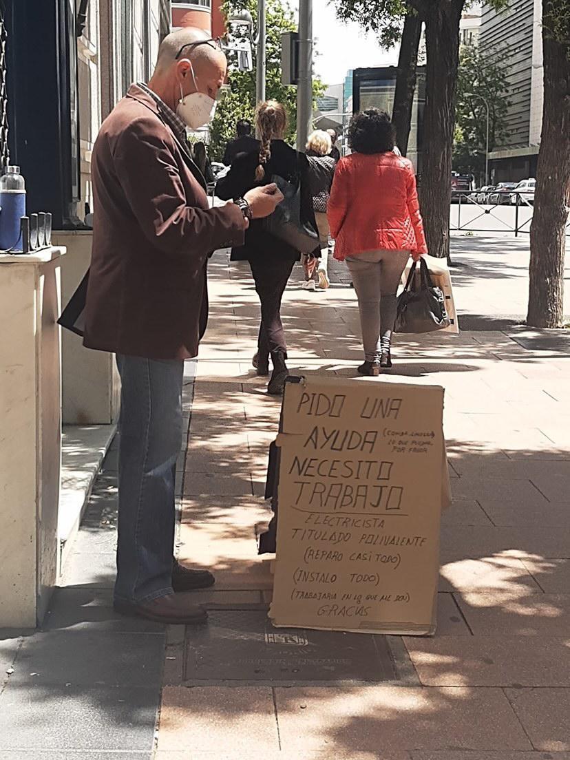 Manuel en la calle Goya de Madrid