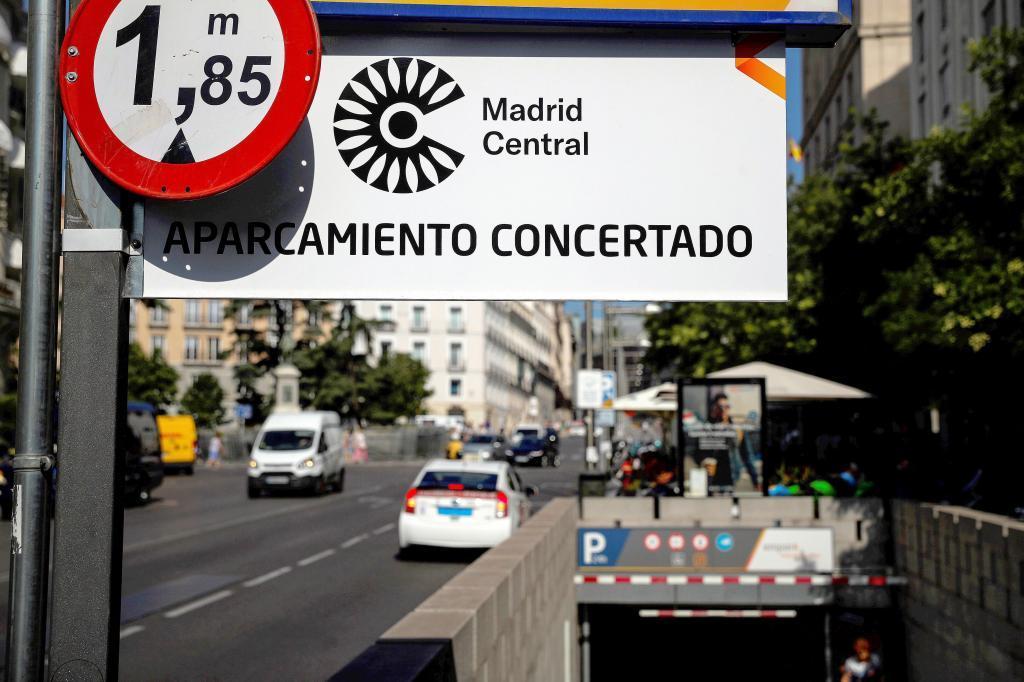 Entrada a un parking situado dentro de Madrid Central.