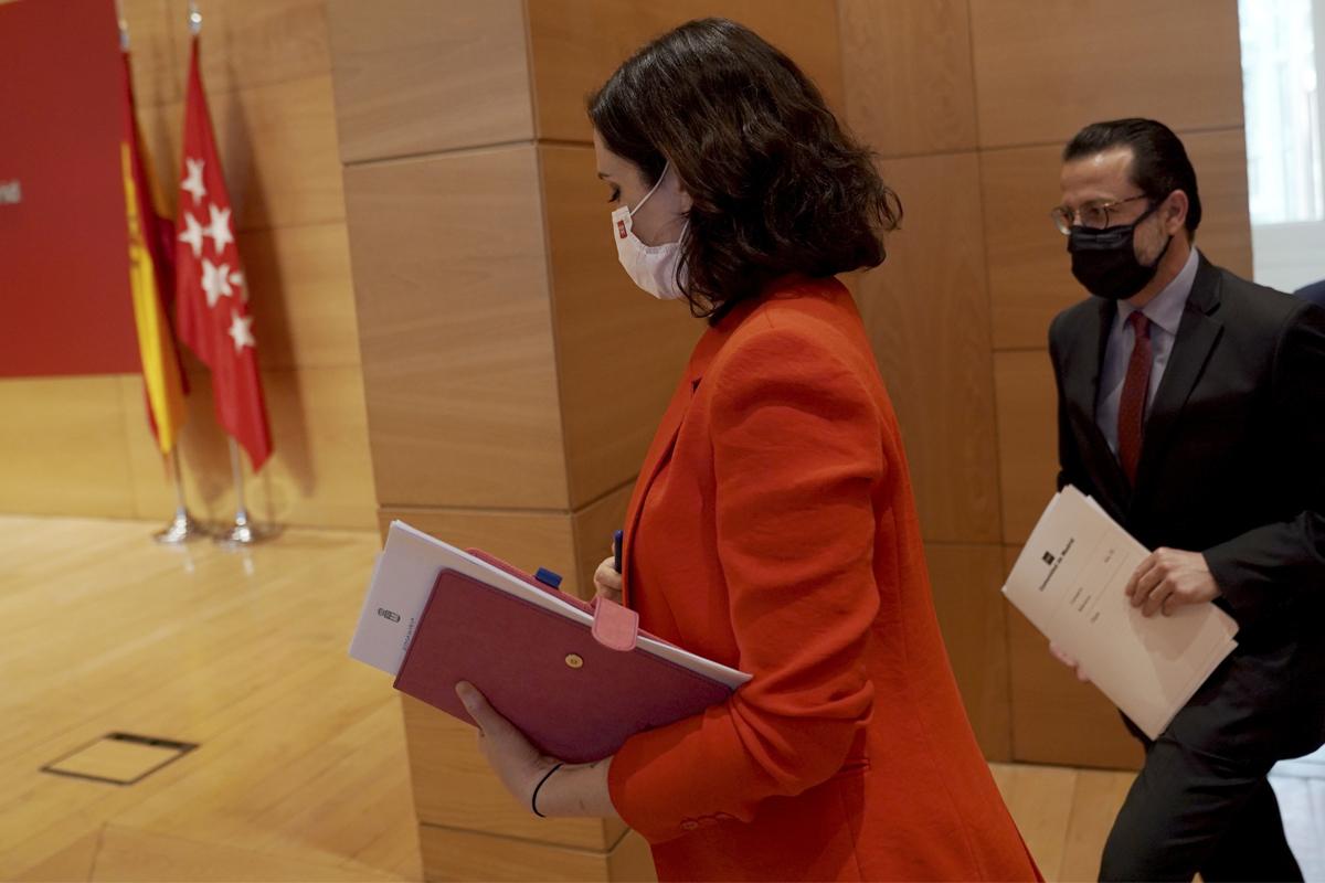 La presidenta de la Comunidad, Isabel Díaz Ayuso, y el consejero de Hacienda y Economía, Javier Fernández-Lasquetty.