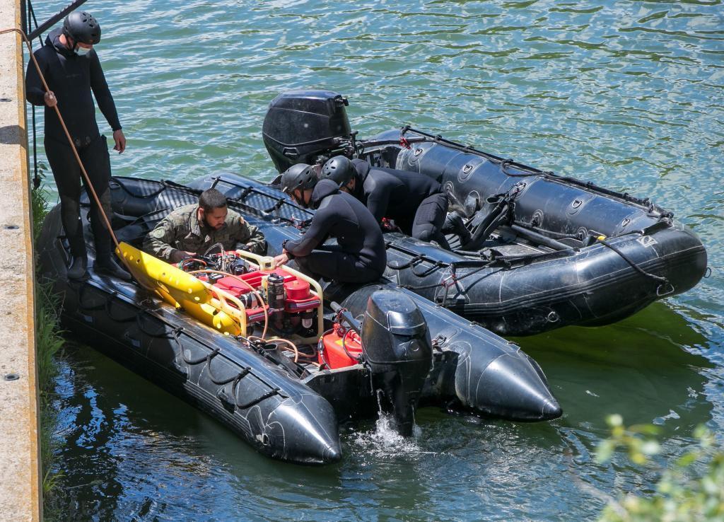 Dispositivo de búsqueda del niño de 13 años desparecido en el río Ebro.
