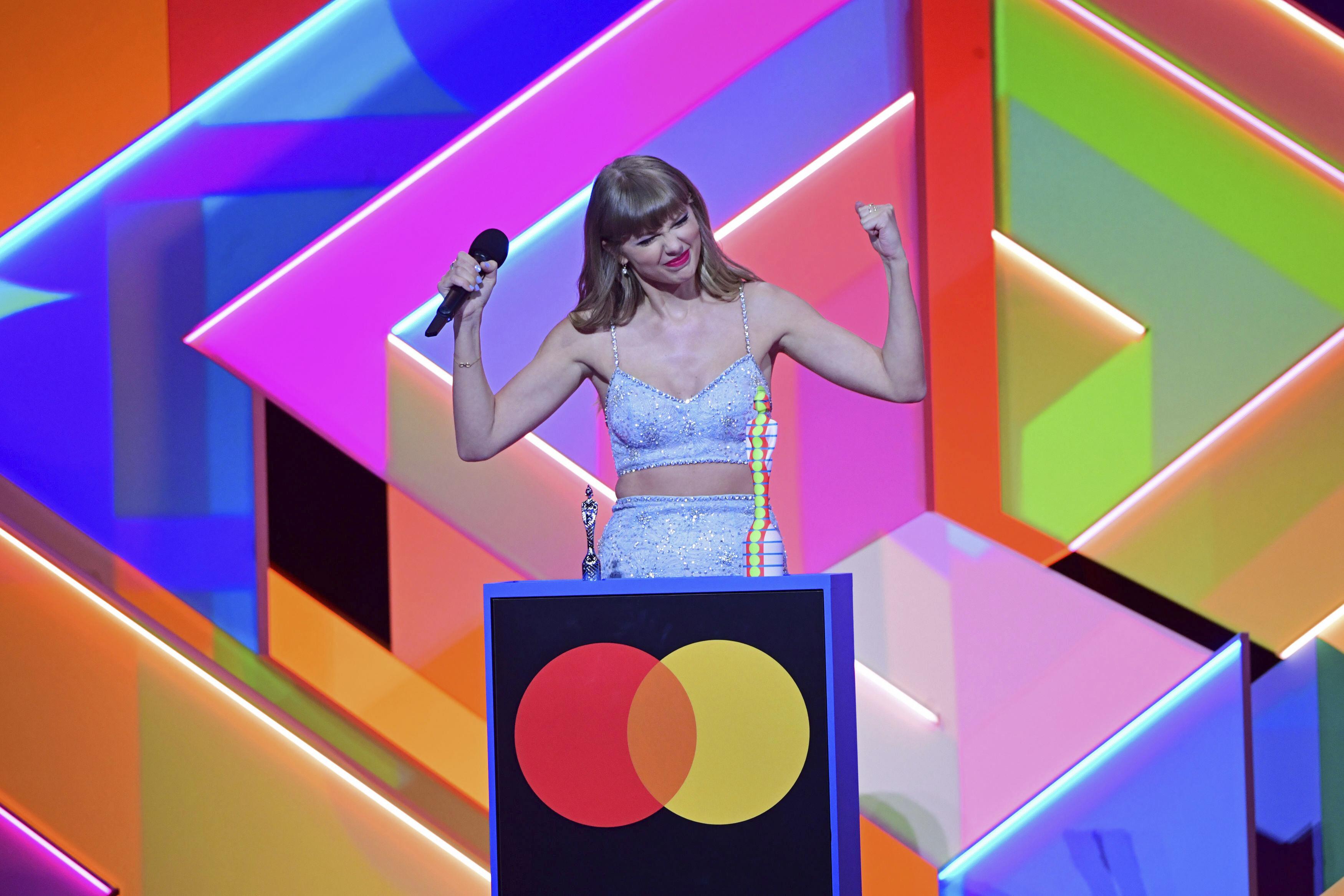 Taylor Swift recibe su premio