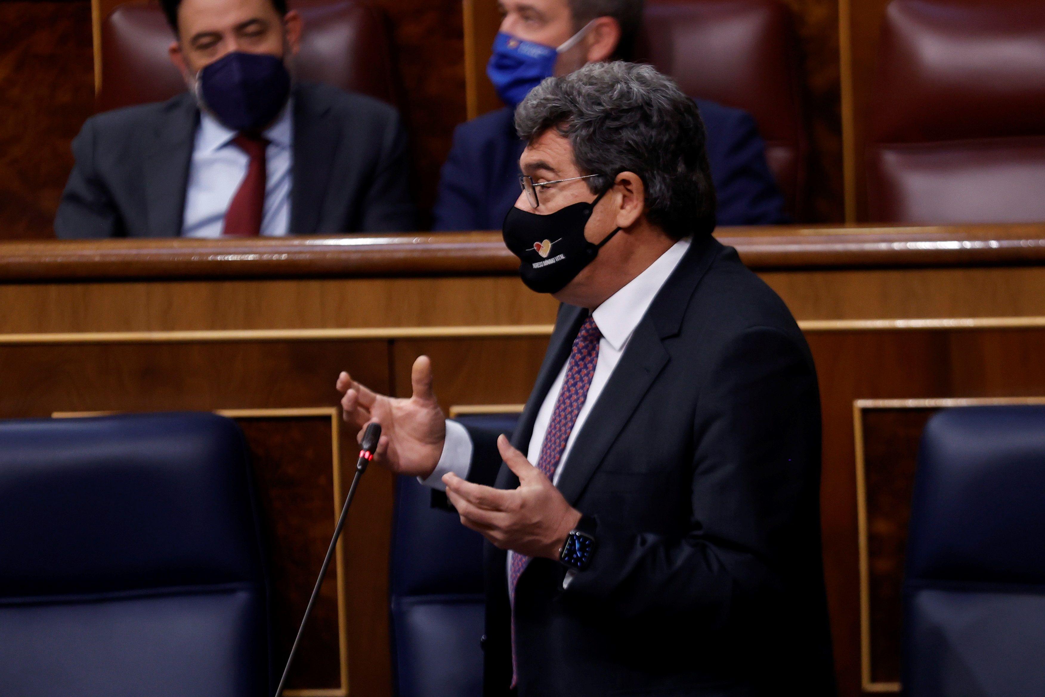 José Luis Escrivá interviene en una sesión de control al Ejecutivo en el Congreso.