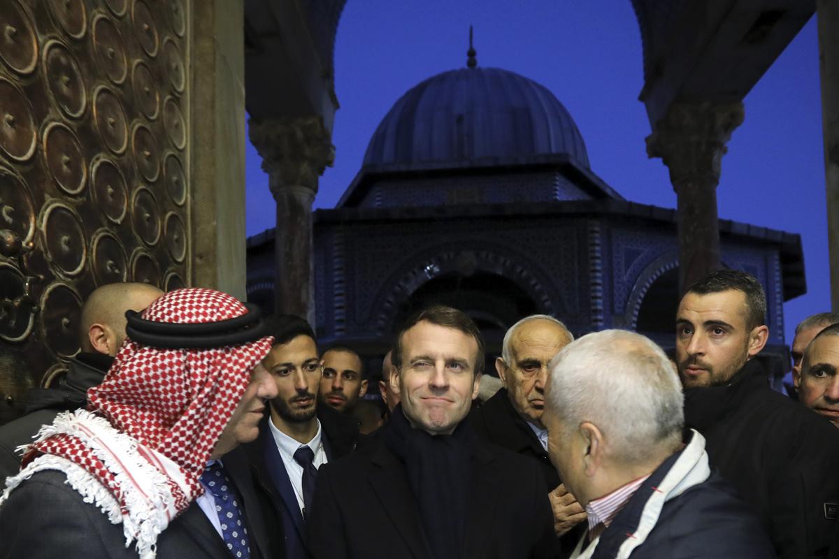 Macron junto a líderes religiosos musulmanes en Jerusalén.