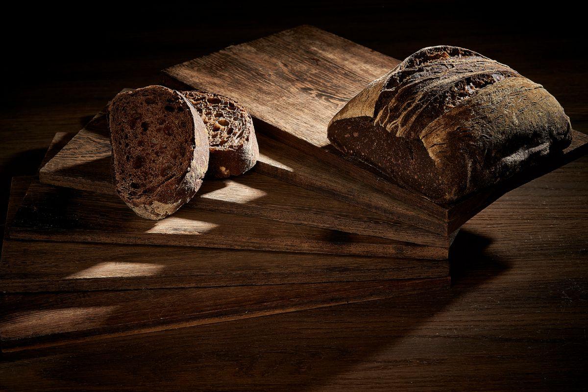 Elaboran su propio pan.
