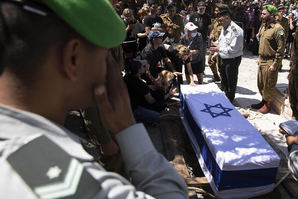 Funeral de un soldado israelí en la ciudad de Elyakim, este jueves.