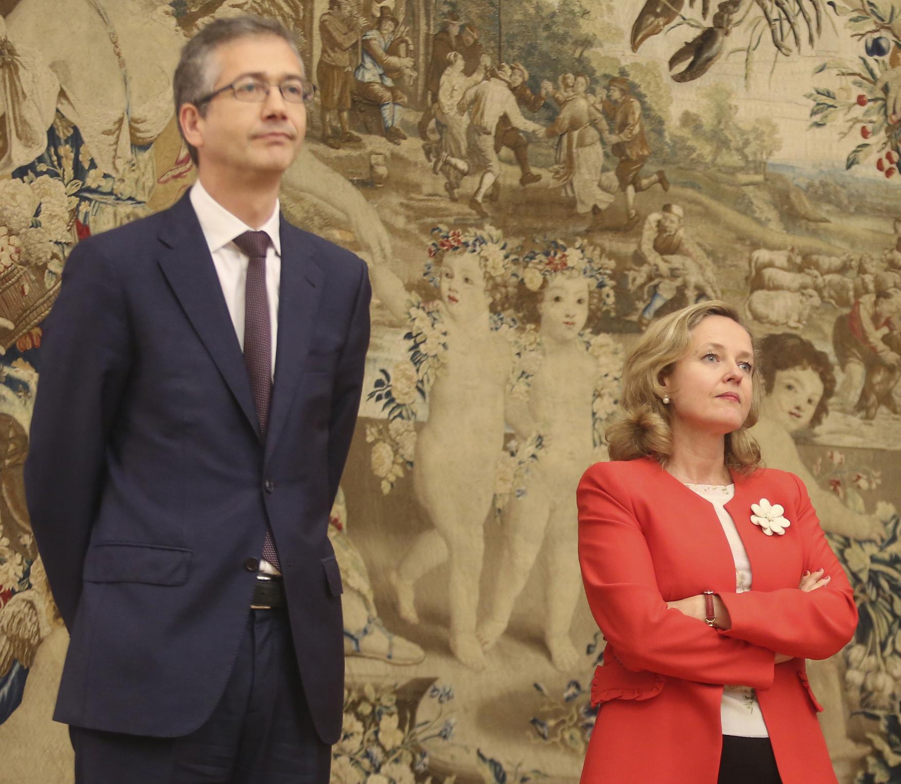 El gobernador del Banco de España, Pablo Hernández de Cos, y la vicepresidenta segunda, Nadia Calviño