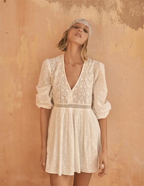 Vestido blanco bordado de Zara.