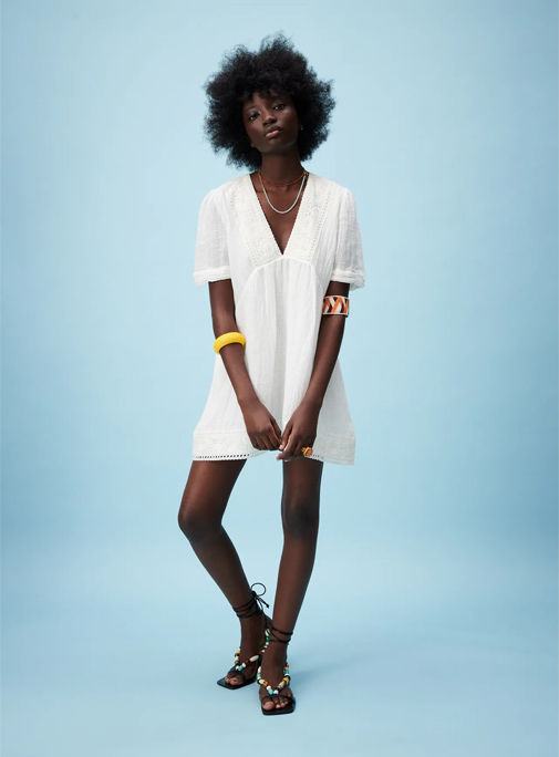 Vestido blanco con lino de Zara.