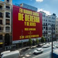 Una imagen de la lona colgada en la Gran Vía madrileña.