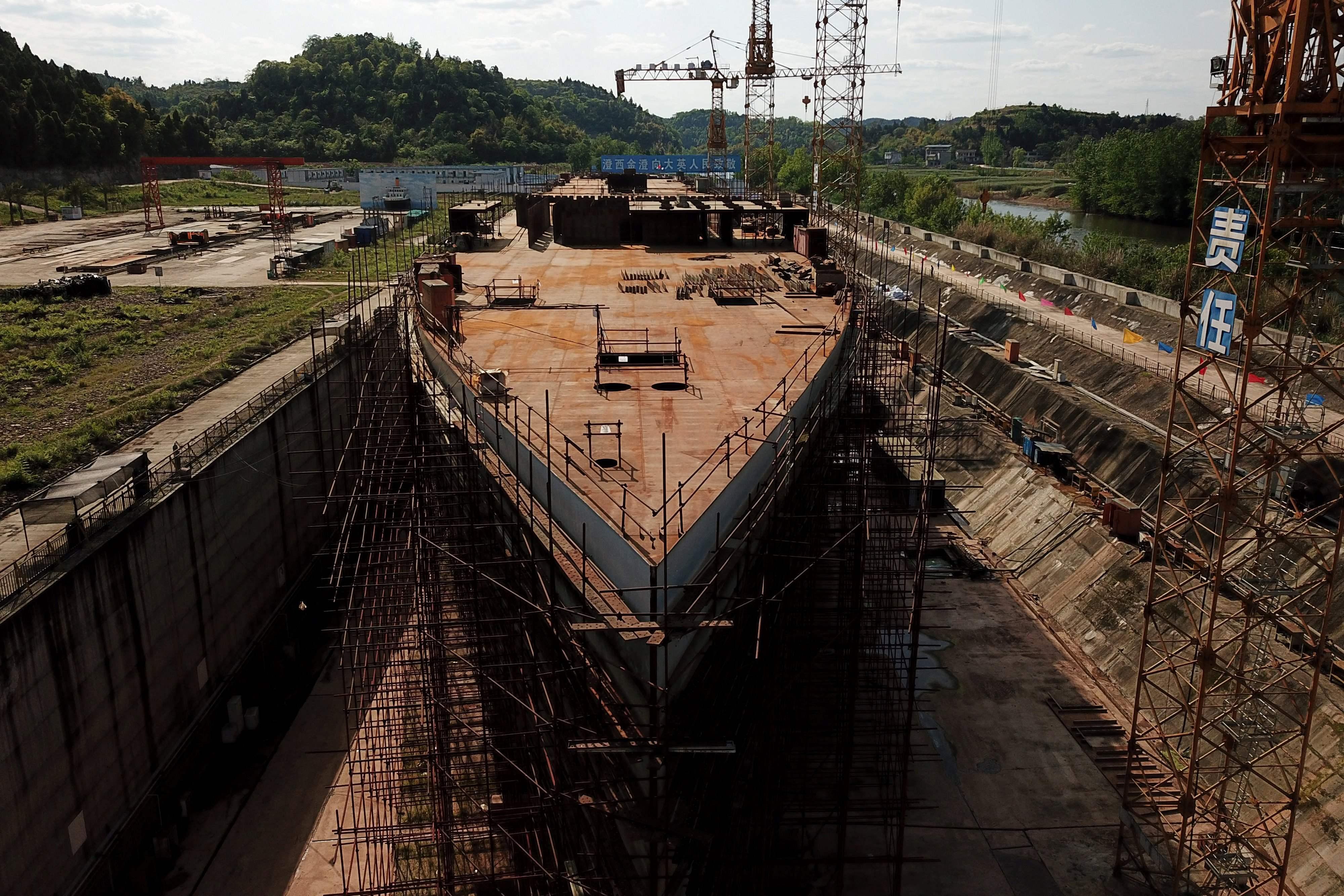 Foto aérea de la réplica del Titanic, en construcción.