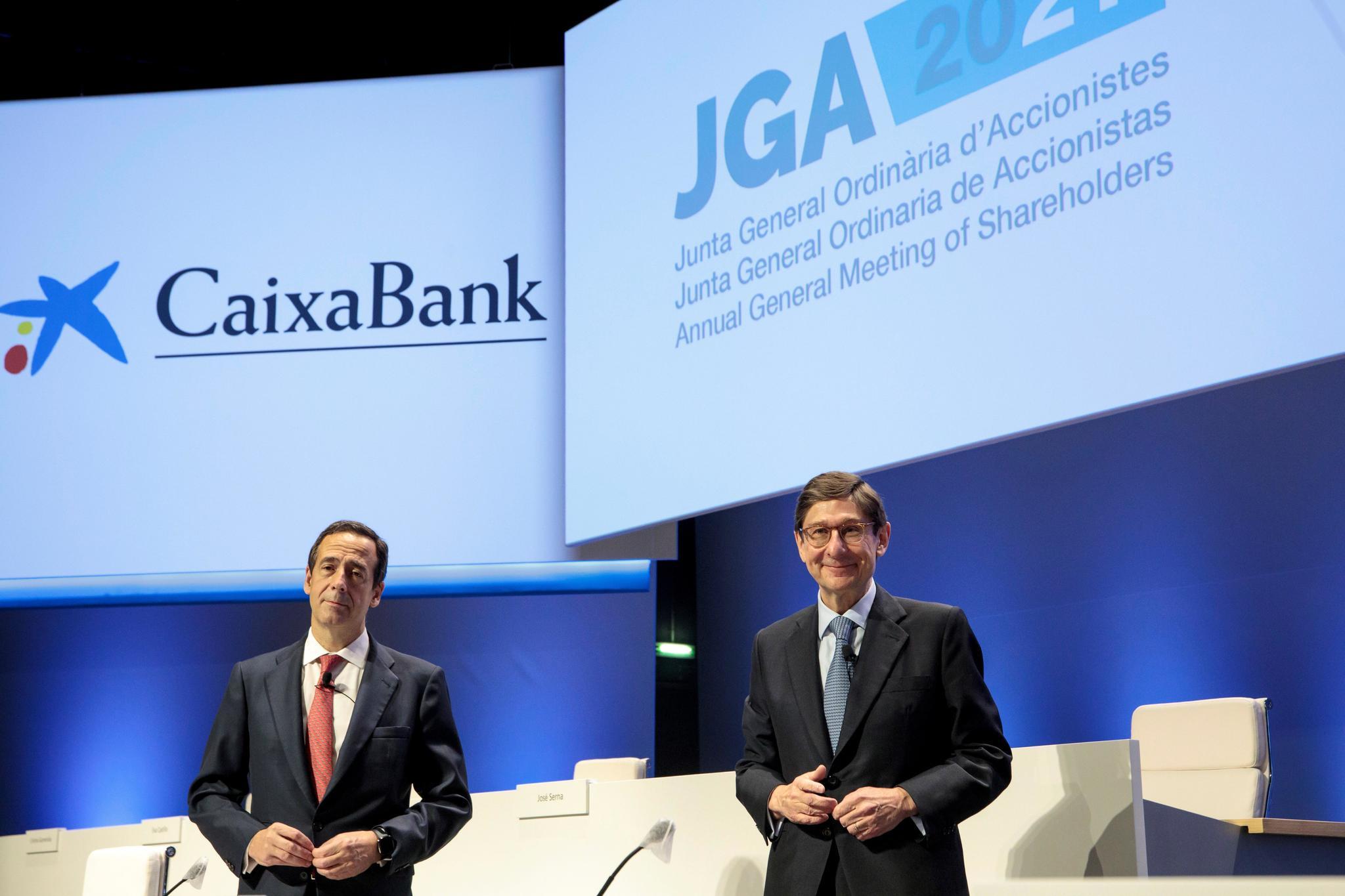 El consejero delegado de Caixabank, Gonzalo Gortázar, y el presidente, José Ignacio Goirigolzarri, en la junta.