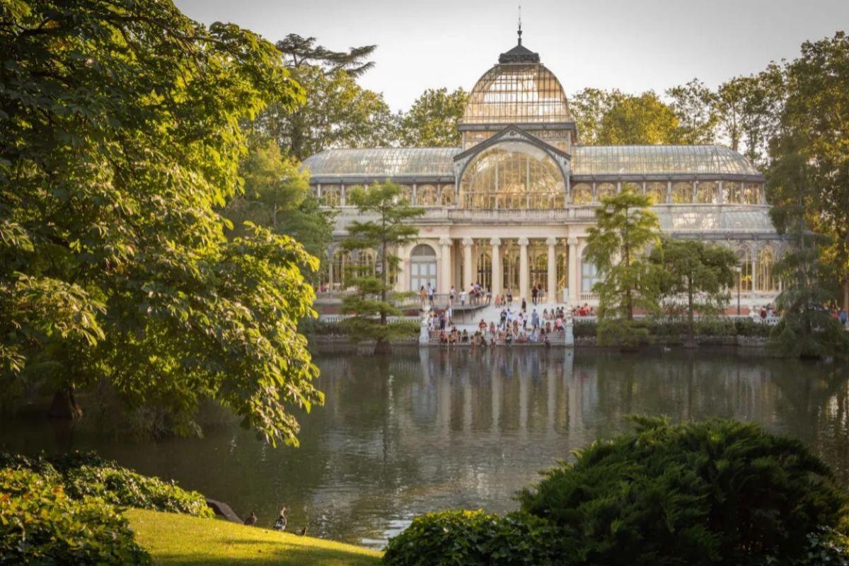 Palacio de Cristal, en El Retiro, una de las paradas de las rutas en bicicleta.