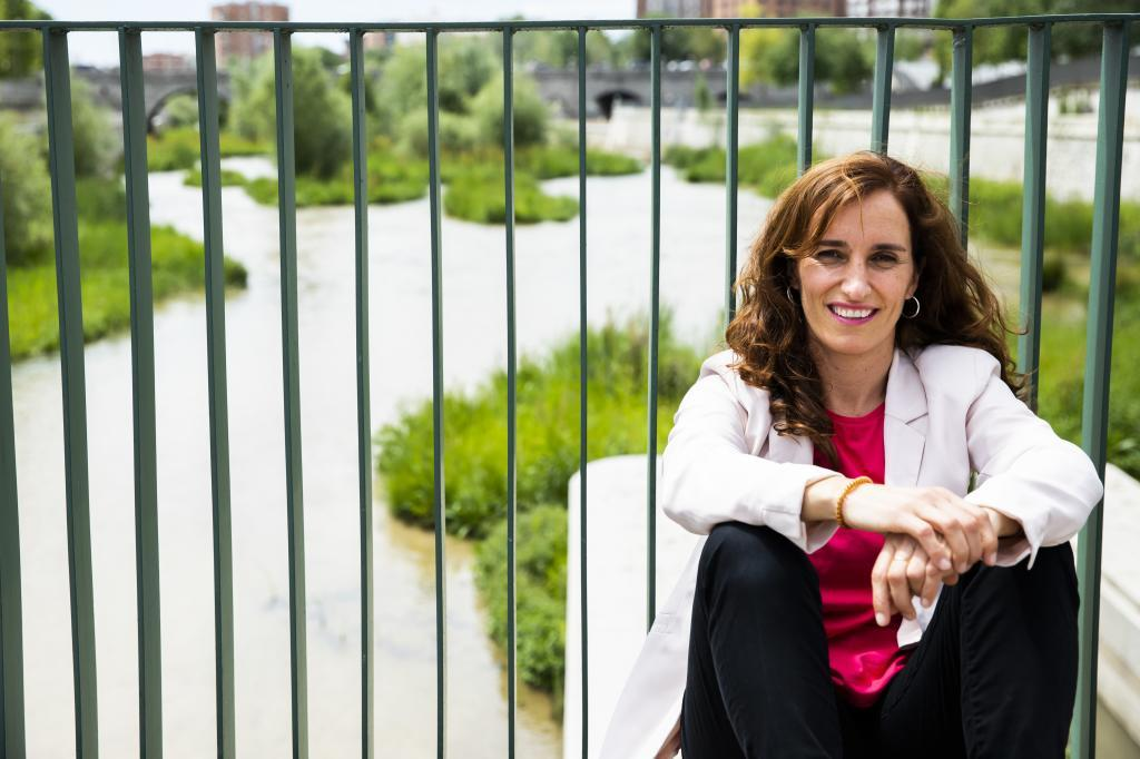 "Mónica García: ""Nosotros ofrecemos un futuro a largo plazo, no un futuro de cañas como Ayuso"""